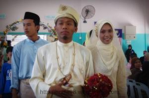 ini lah pasangan pengantinnya...Encik Mohd Haniff & Puan Khairina Akmar