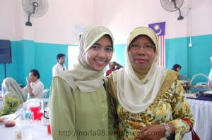 bersama ibu pengantin...hehehe